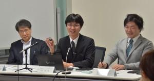 記者説明会の様子(左から,入舩GRCセンター長,境助教,出倉助教.)