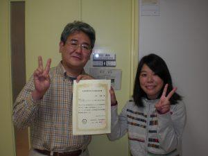 土田さん(右)と,亀山教授(左)